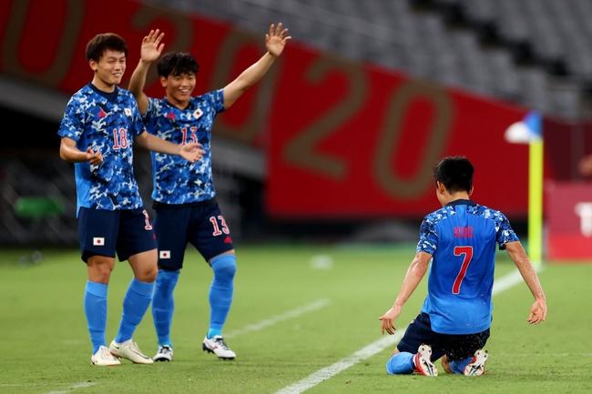 Kubo mang về 3 điểm cho Nhật Bản.