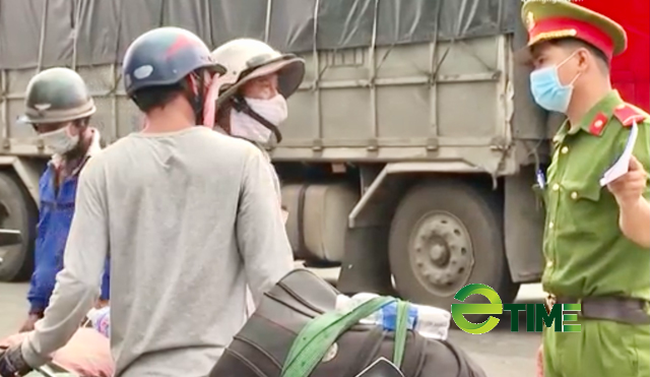 Quảng Ngãi: Người lao động từ vùng có dịch phía nam đang ồ ạt về quê bằng xe máy  - Ảnh 4.