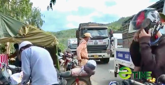 Quảng Ngãi: Người lao động từ vùng có dịch phía nam đang ồ ạt về quê bằng xe máy  - Ảnh 1.