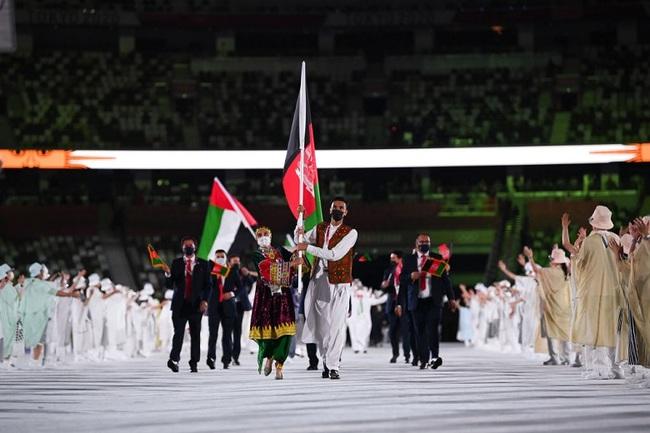 CHÙM ẢNH: Đoàn Việt Nam diễu hành tại lễ khai mạc Olympic 2020 - Ảnh 10.