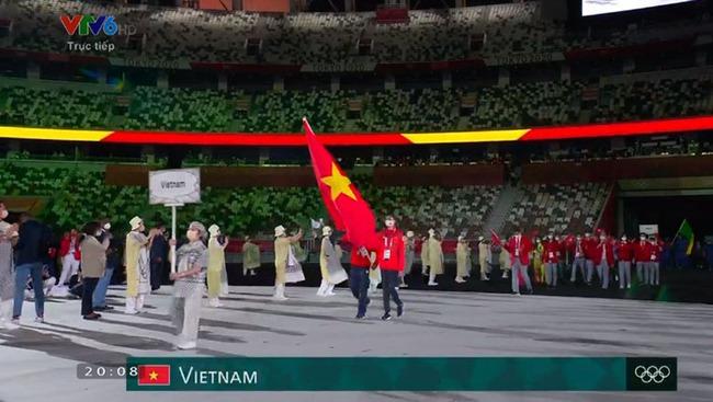 CHÙM ẢNH: Đoàn Việt Nam diễu hành rực rỡ tại lễ khai mạc Olympic 2020 - Ảnh 12.