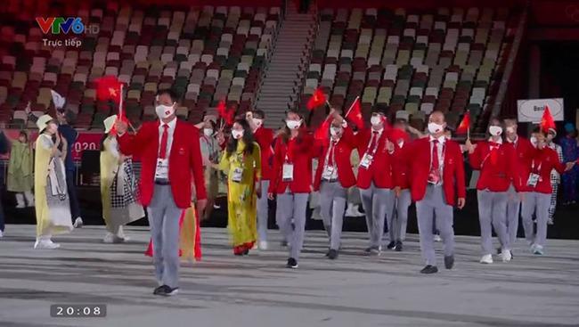 CHÙM ẢNH: Đoàn Việt Nam diễu hành rực rỡ tại lễ khai mạc Olympic 2020 - Ảnh 13.