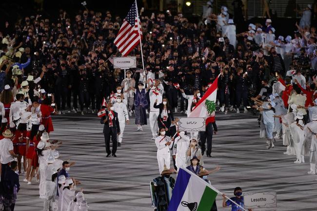 CHÙM ẢNH: Đoàn Việt Nam diễu hành rực rỡ tại lễ khai mạc Olympic 2020 - Ảnh 22.