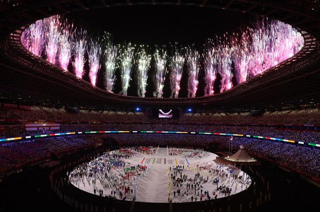 CHÙM ẢNH: Đoàn Việt Nam diễu hành rực rỡ tại lễ khai mạc Olympic 2020 - Ảnh 23.