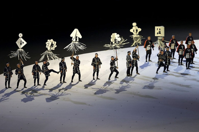 CHÙM ẢNH: Đoàn Việt Nam diễu hành tại lễ khai mạc Olympic 2020 - Ảnh 5.