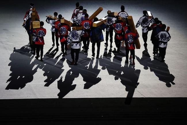 CHÙM ẢNH: Đoàn Việt Nam diễu hành tại lễ khai mạc Olympic 2020 - Ảnh 6.