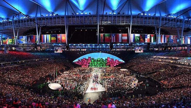 CHÙM ẢNH: Đoàn Việt Nam diễu hành tại lễ khai mạc Olympic 2020 - Ảnh 3.