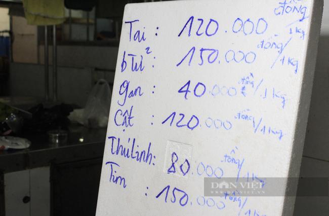 TP.HCM: Tiểu thương chợ treo bảng niêm yết giá y như siêu thị - Ảnh 3.