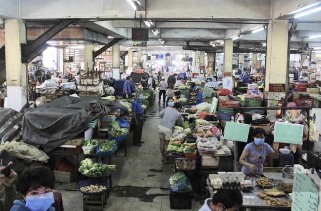 TP.HCM: Tiểu thương chợ treo bảng niêm yết giá y như siêu thị - Ảnh 9.