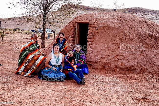 """Khách du lịch bị mê hoặc bởi bí mật của bộ lạc """"Những người nói chuyện bằng mật mã Navajo"""" nổi tiếng - Ảnh 2."""