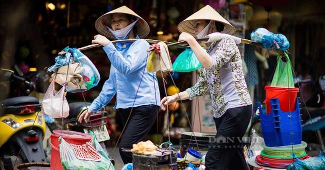 TP. Hồ Chí Minh là địa phương đi đầu thực hiện hỗ trợ cho lao động tự do bị ảnh hưởng bởi dịch Covid-19. Tiến độ đã hoàn thành giải ngân 100% cho lao động tự do. Ảnh: N.T