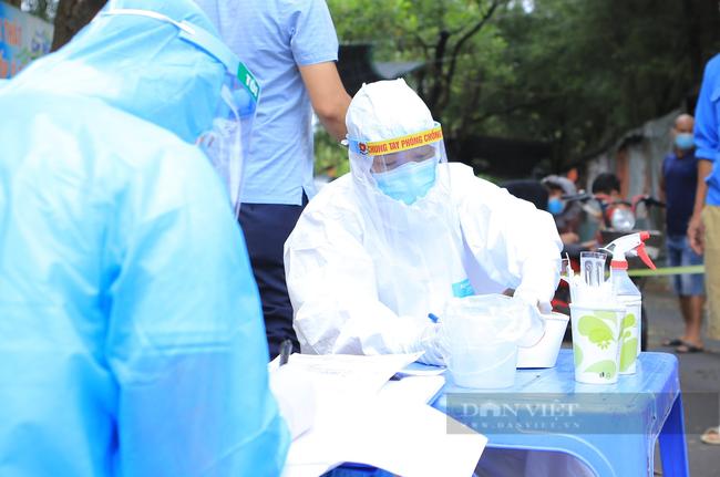 Hà Nội tìm khẩn người đi trên xe taxi sau khi tài xế dương tính SARS-CoV-2 chưa rõ nguồn lây - Ảnh 1.