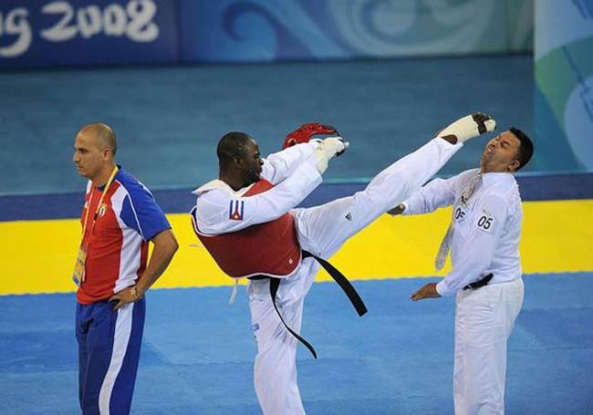 """Chuyện lạ Olympic: Bị xử thua, võ sĩ Cuba """"làm thịt"""" luôn trọng tài - Ảnh 1."""