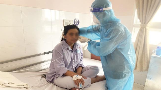 Cần Thơ: Hồi hộp giây phúc bác sĩ cứu sống sản phụ mắc Covid-19 - Ảnh 1.