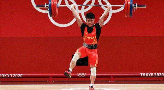 Đẩy tạ đứng 1 chân gây sốt ở Olympic 2020: Cao thủ Thiếu Lâm? - Ảnh 1.