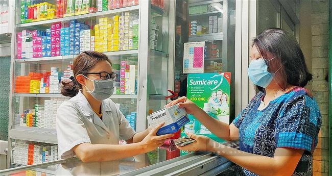Nhân viên tại các cửa hàng thuốc, trang thiết bị vật tư y tế được phép di chuyển từ nhà tới nơi làm việc. Ảnh: TN