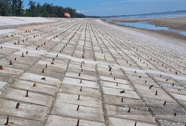 Chùm ảnh, clip: Cận cảnh kè biển gần 92 tỉ đồng ngăn nước biển xâm thực đồng ruộng - Ảnh 3.