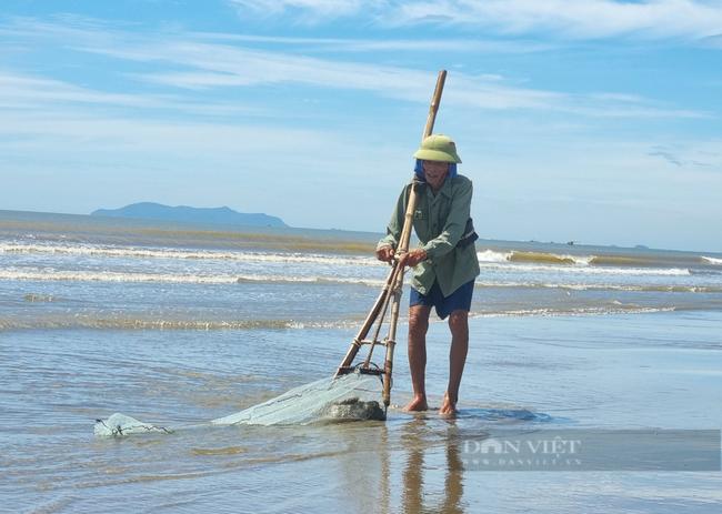 Chùm ảnh, clip: Cận cảnh kè biển gần 92 tỉ đồng ngăn nước biển xâm thực đồng ruộng - Ảnh 6.