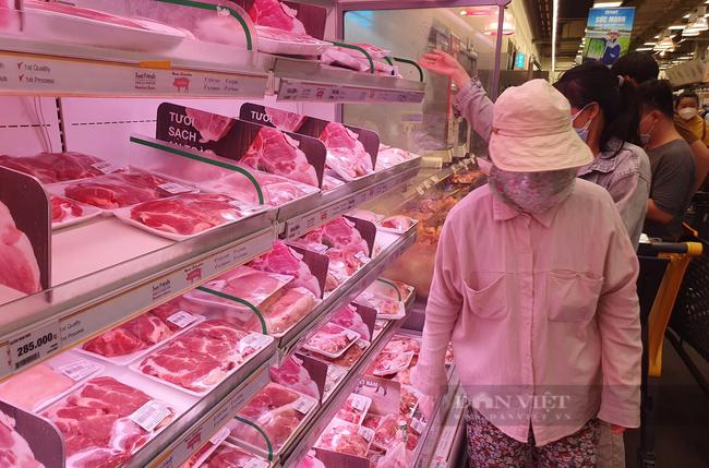 TP.HCM: Siêu thị tăng nguồn cung thịt heo, đảm bảo đủ bán trực tiếp, online lẫn lưu động - Ảnh 1.