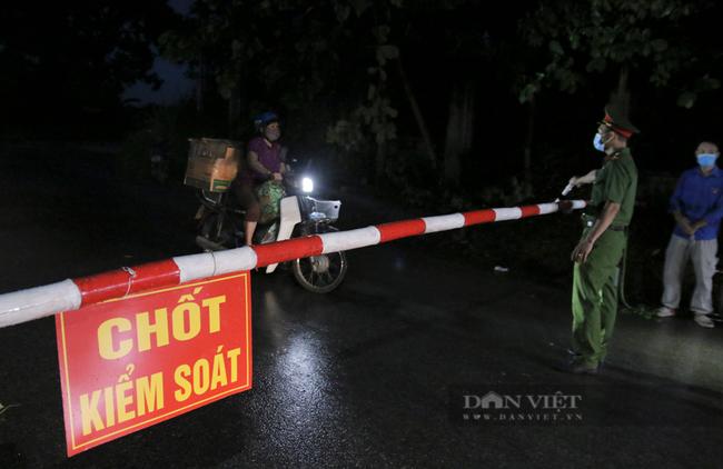 Chủ tịch Hà Nội: Áp dụng biện pháp mạnh hơn Chỉ thị số 17 đối với địa bàn có nguy cơ cao - Ảnh 4.