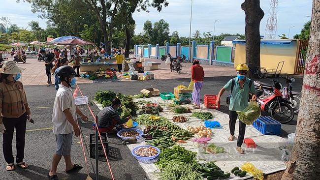 Bình Dương thí điểm mô hình chợ ngoài trời để cung cấp thực phẩm, phòng dịch Covid-19 - Ảnh 4.