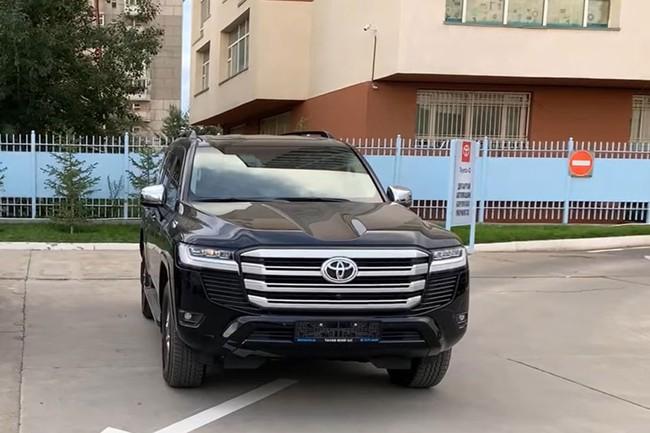 Trải nghiệm thực tế Toyota Land Cruiser 2022 phiên bản bán ở Việt Nam - Ảnh 1.