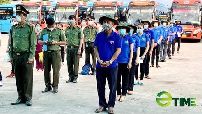 Quảng Ngãi: Áo xanh giúp tiêu thụ vàng trắng, lập Đội phản ứng nhanh chở hàng vào vùng dịch  - Ảnh 4.