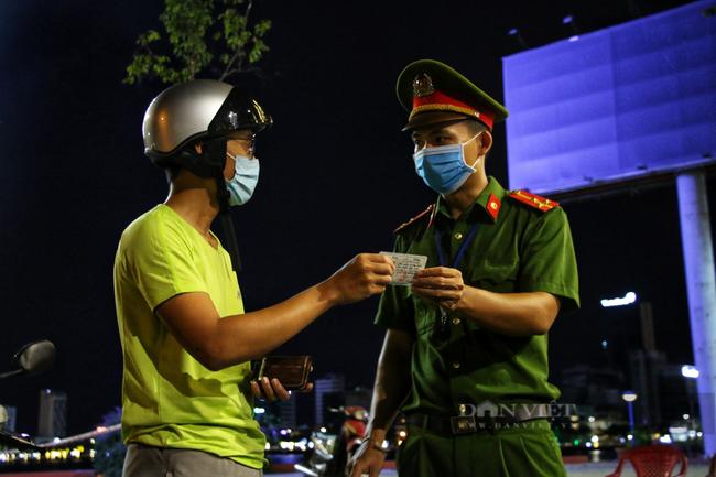 Ảnh: Nhiều người quay xe trong đêm đầu tiên Đà Nẵng giãn cách xã hội - Ảnh 7.