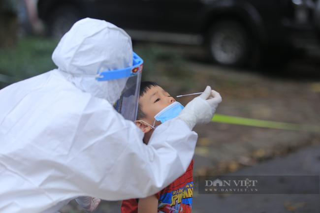 Đã có kết quả xét nghiệm khẳng định nam tài xế ở Hà Nội cùng vợ và 3 con đều dương tính SARS-CoV-2  - Ảnh 1.