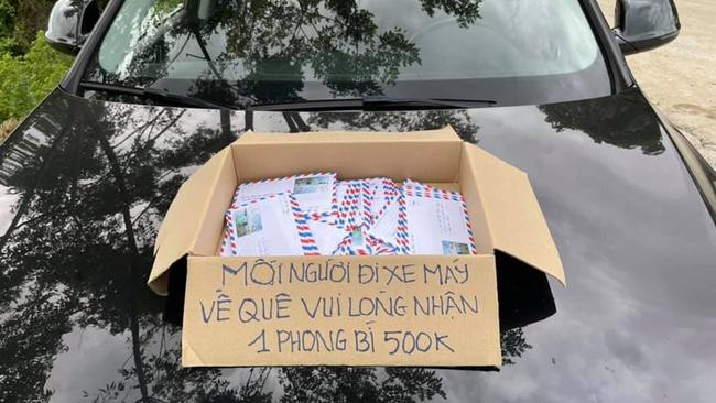 Nữ giám đốc đi xe Audi mang thùng tiền hỗ trợ cho người nghèo qua lời kể của bạn!   - Ảnh 2.
