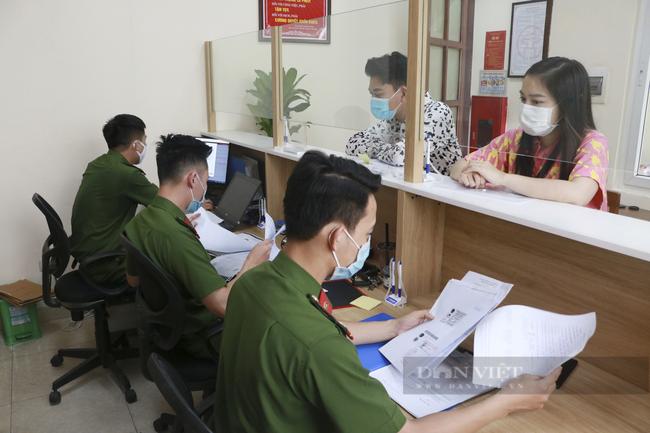 Hà Nội yêu cầu công chức, viên chức, người lao động chỉ đến công sở khi thực sự cần thiết - Ảnh 1.