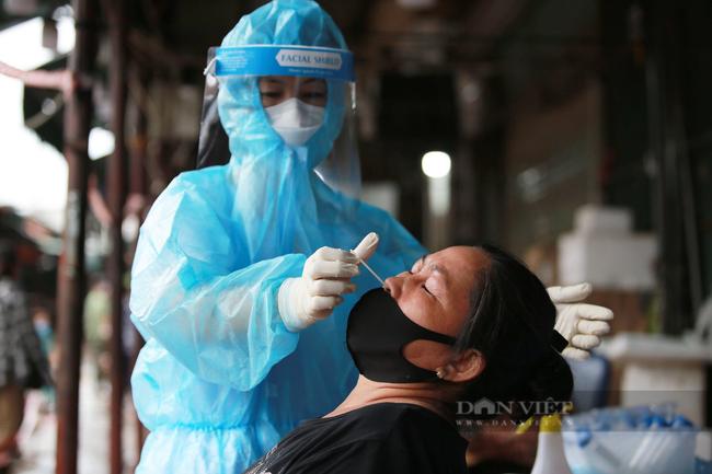 Hà Nội: Tạm dừng hoạt động chợ Phùng Khoang, xét nghiệm hàng trăm tiểu thương sau khi người bán rau nhiễm Covid-19 - Ảnh 4.