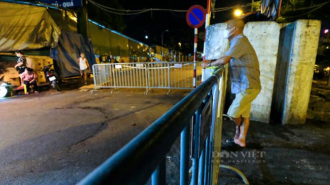 Hà Nội: Phong tỏa tạm thời chợ Long Biên ngay trong đêm do liên quan ca mắc Covid-19 - Ảnh 5.