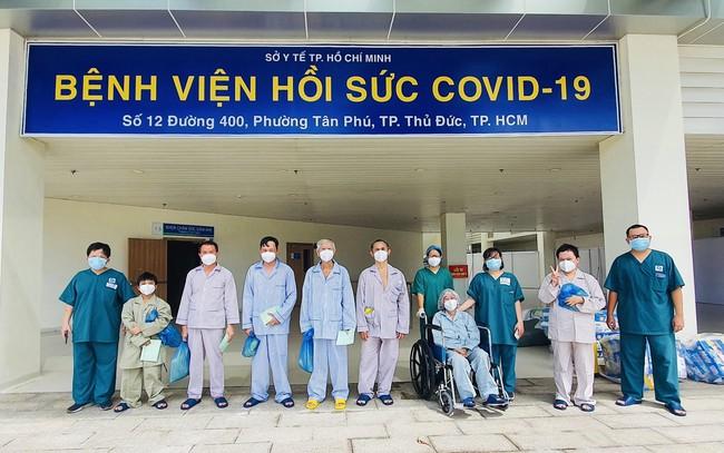 Bệnh viện hồi sức Covid-19 TP.HCM: 10 bệnh nhân Covid-19 nặng được xuất viện - Ảnh 1.