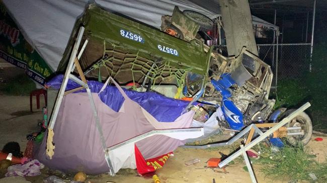 Một gia đình đi xe ba gác máy từ Đồng Nai về Nghệ An bị TNGT con trai 15 tuổi tử vong ở Bình Thuận - Ảnh 1.
