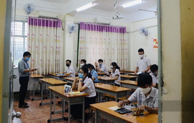 Điểm chuẩn trường chuyên tăng vọt, học sinh lớp 10 thường đứng ngồi không yên - Ảnh 3.