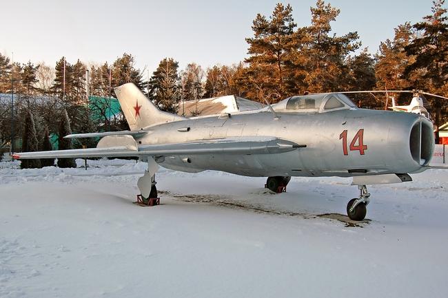 Tại sao Liên Xô không viện trợ trực tiếp MiG-19 cho Việt Nam? - Ảnh 5.