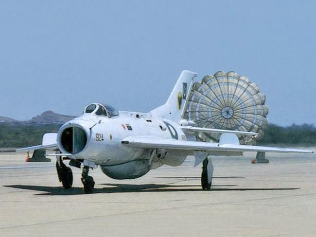 Tại sao Liên Xô không viện trợ trực tiếp MiG-19 cho Việt Nam? - Ảnh 7.