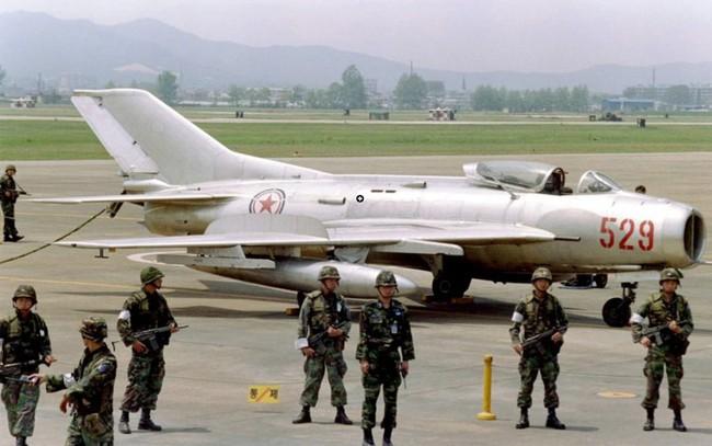 Tại sao Liên Xô không viện trợ trực tiếp MiG-19 cho Việt Nam? - Ảnh 22.