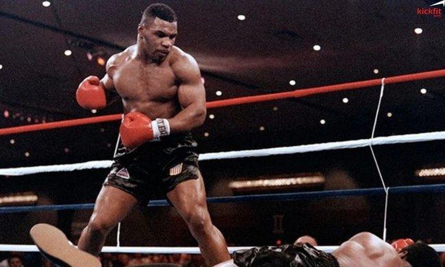 Mike Tyson từ chối đấu George Foreman: Sợ... đấm chết đối thủ - Ảnh 1.