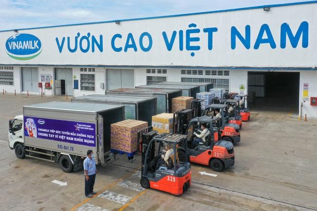 San sẻ khó khăn mùa dịch, Vinamilk tặng 45.000 phần quà cho người dân gặp khó khăn tại TP.HCM, Bình Dương, Đồng Nai - Ảnh 5.