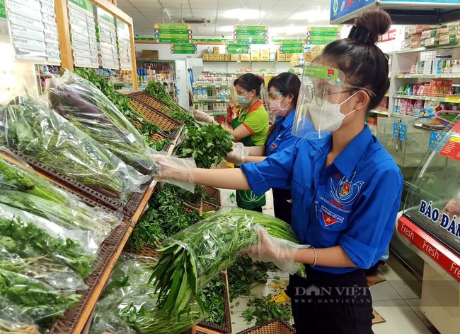 Ứng biến linh loạt đi chợ hộ để người dân nào cũng có thực phẩm - Ảnh 2.