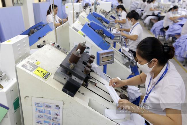 Nhóm ngành dệt may cũng sẽ là một trong những ngành được lựa chọn để đào tạo lại giúp nâng cao kỹ năng nghề cho lao động. Ảnh: N.T