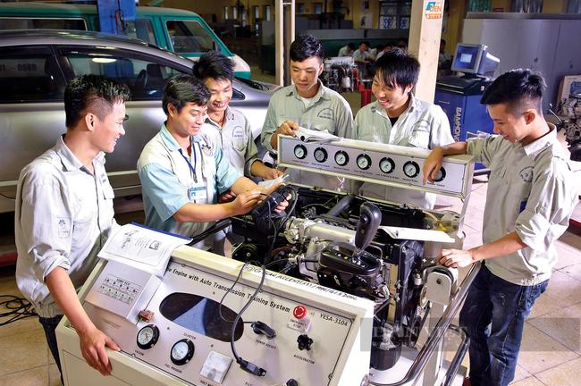 Nhóm ngành nghề liên quan tới cơ điện cũng sẽ được hỗ trợ đào tạo thí điểm nâng cao kỹ năng cho lao động. Ảnh: N.T