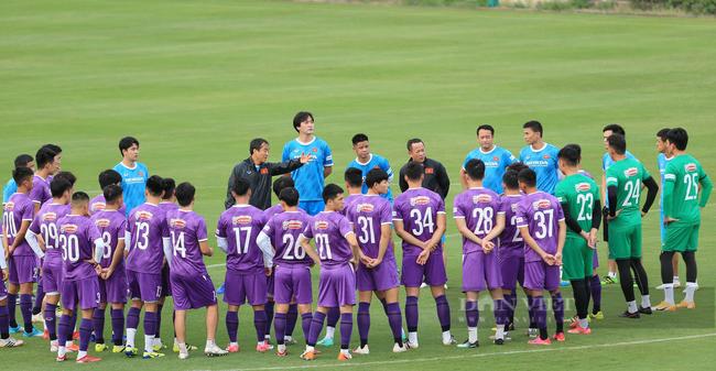 Văn Toàn và Tuấn Anh tập riêng trong buổi tập đầu tiên của đội tuyển - Ảnh 1.