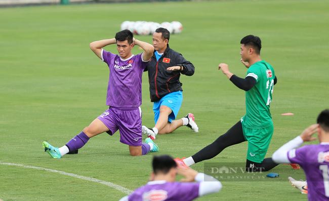 Văn Toàn và Tuấn Anh tập riêng trong buổi tập đầu tiên của đội tuyển - Ảnh 3.