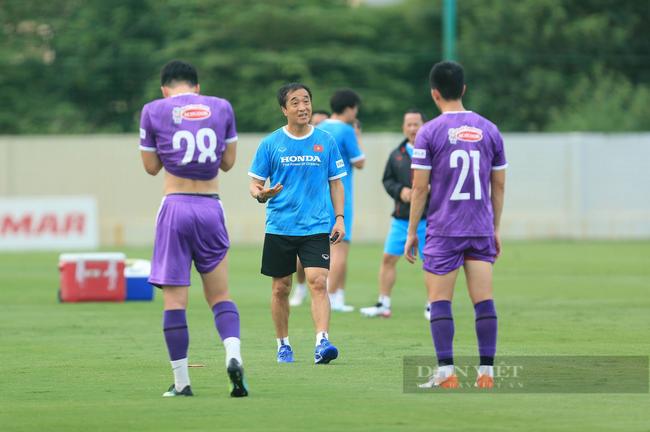 Văn Toàn và Tuấn Anh tập riêng trong buổi tập đầu tiên của đội tuyển - Ảnh 4.