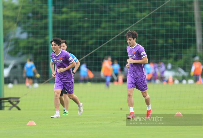 Văn Toàn và Tuấn Anh tập riêng trong buổi tập đầu tiên của đội tuyển - Ảnh 7.