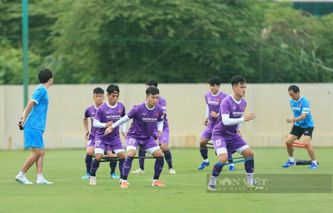 Văn Toàn và Tuấn Anh tập riêng trong buổi tập đầu tiên của đội tuyển - Ảnh 10.