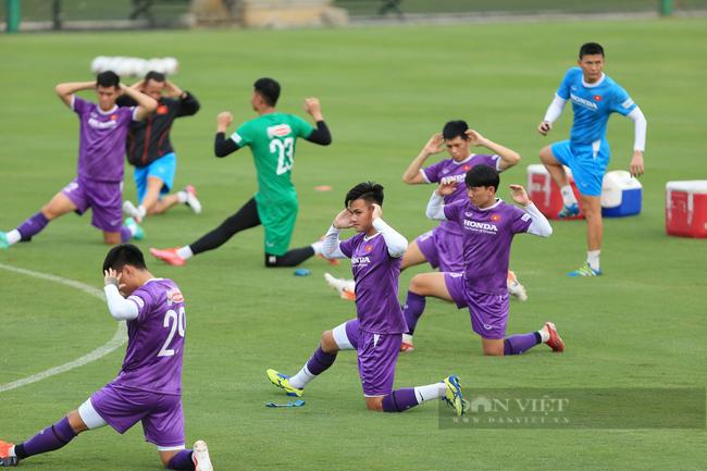 Văn Toàn và Tuấn Anh tập riêng trong buổi tập đầu tiên của đội tuyển - Ảnh 13.